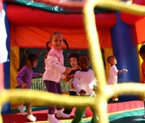 partyhoppers_kids_bouncing